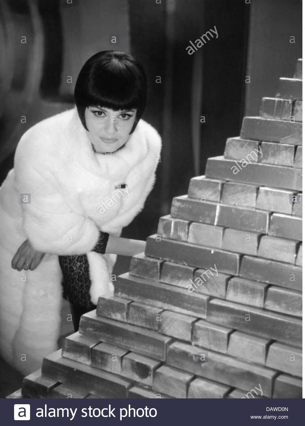 Podesta, Rossana, * 20.6.1934, Italien actress, half length, during making-of, movie, 'Seven Golden Men', - Stock Image