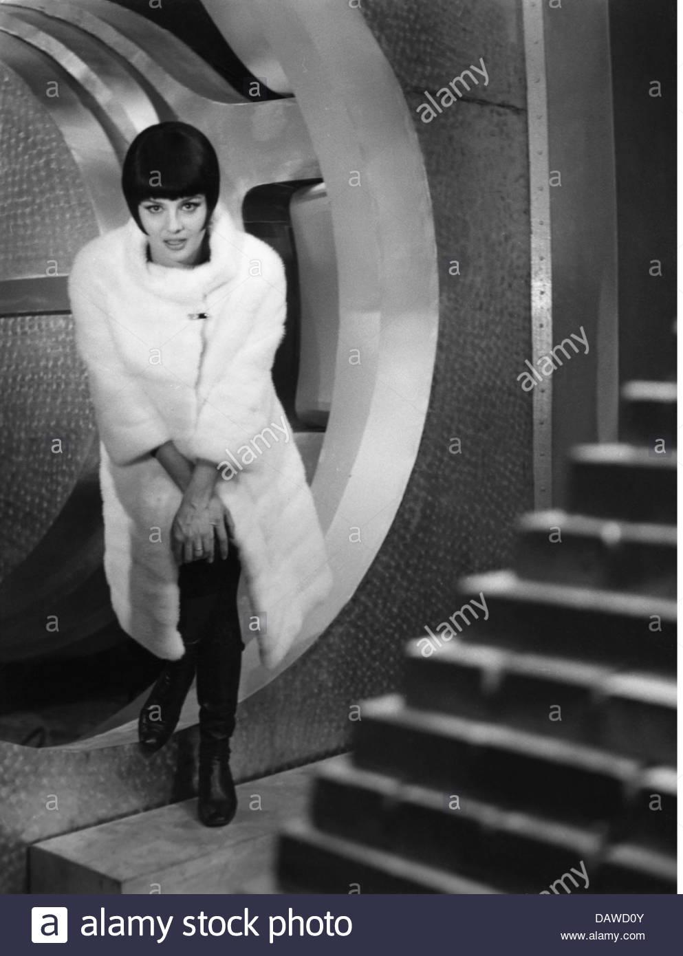 Podesta, Rossana, * 20.6.1934, Italien actress, full length, during making-of, movie, 'Seven Golden Men', - Stock Image
