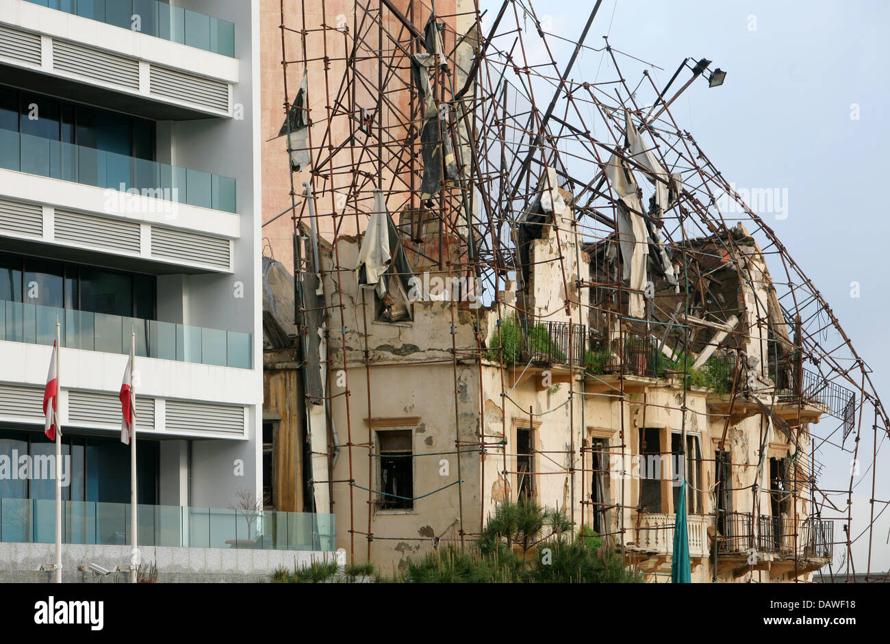 The photo shows war damage on a building in the city centre of Beirut, Lebanon, 2 April 2007. Photo: Roland Holschneider - Stock Image