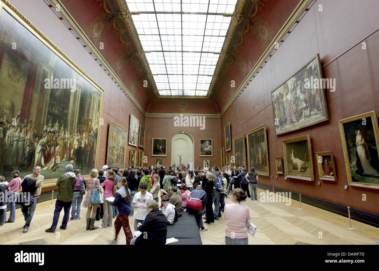 Numerous visitors look at large oil paintings in the Louvre in Paris, France, Monday, 26 March 2007. The former - Stock Image