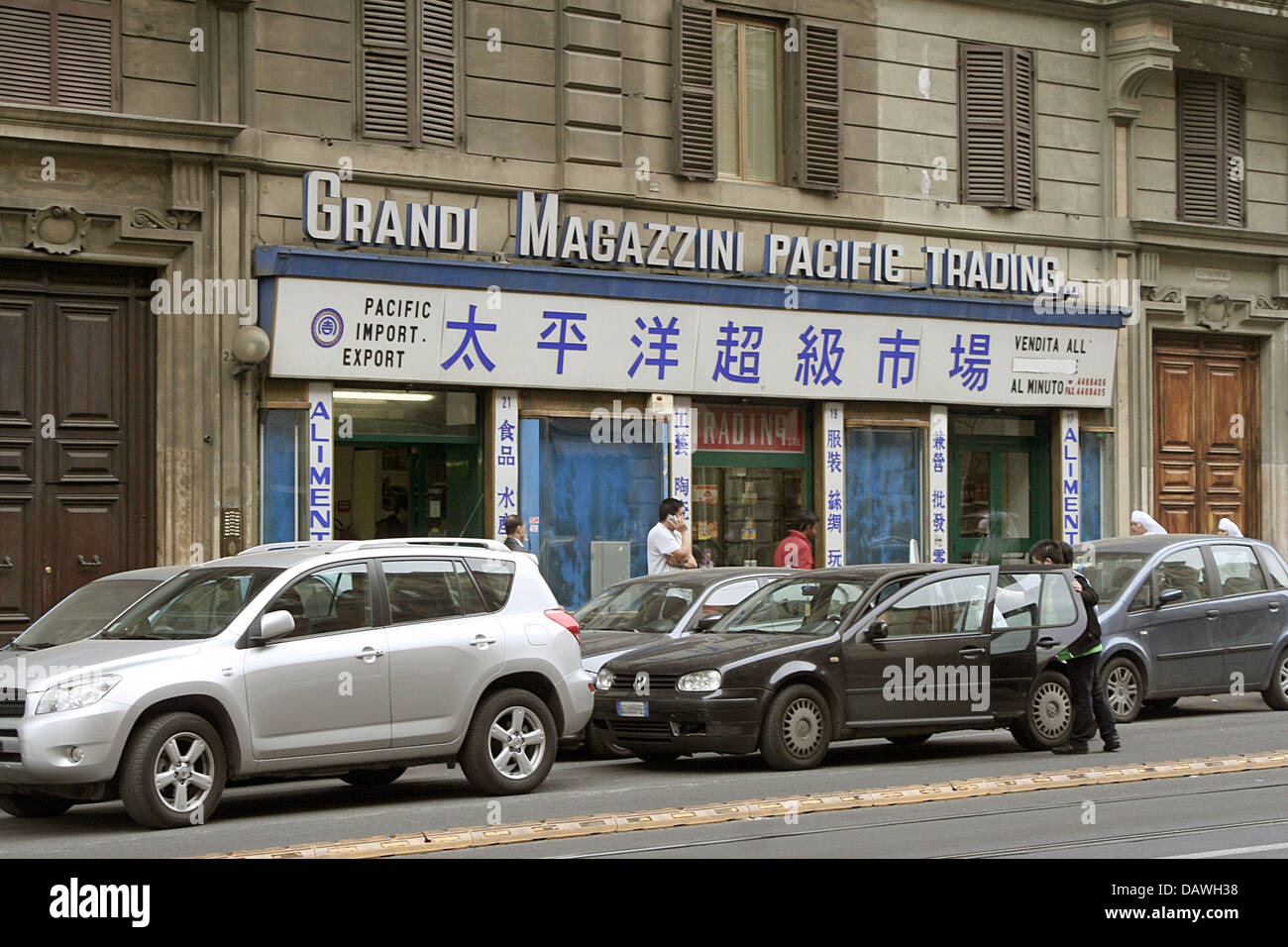 The picture shows the Chinese Pacific Import Export shop in Rome, Italy, 15 April 2007. Photo: Lars Halbauer - Stock Image