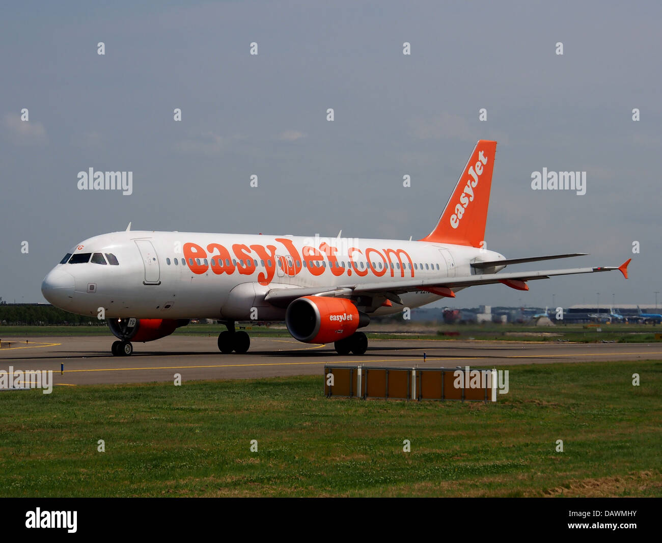 G-EZTG easyJet Airbus A320-214 - cn 3946 1 Stock Photo