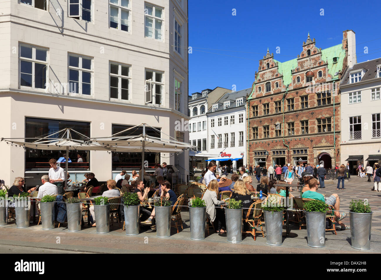 Outdoor café in old Amagertorv Square busy with people. Amager Torv, Copenhagen, Zealand, Denmark, Scandinavia - Stock Image