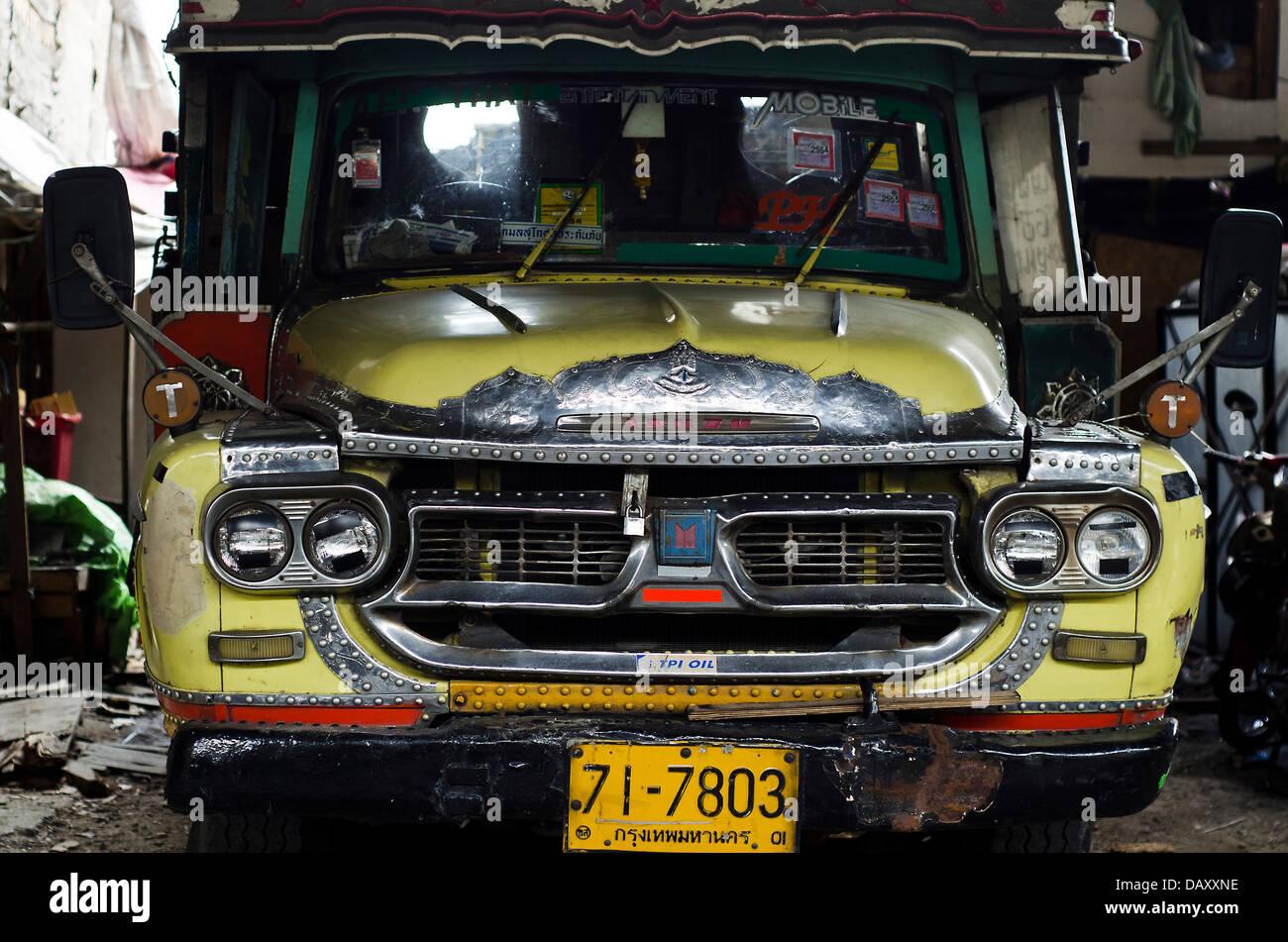 Truckklong toey slum bangkokthailand stock image