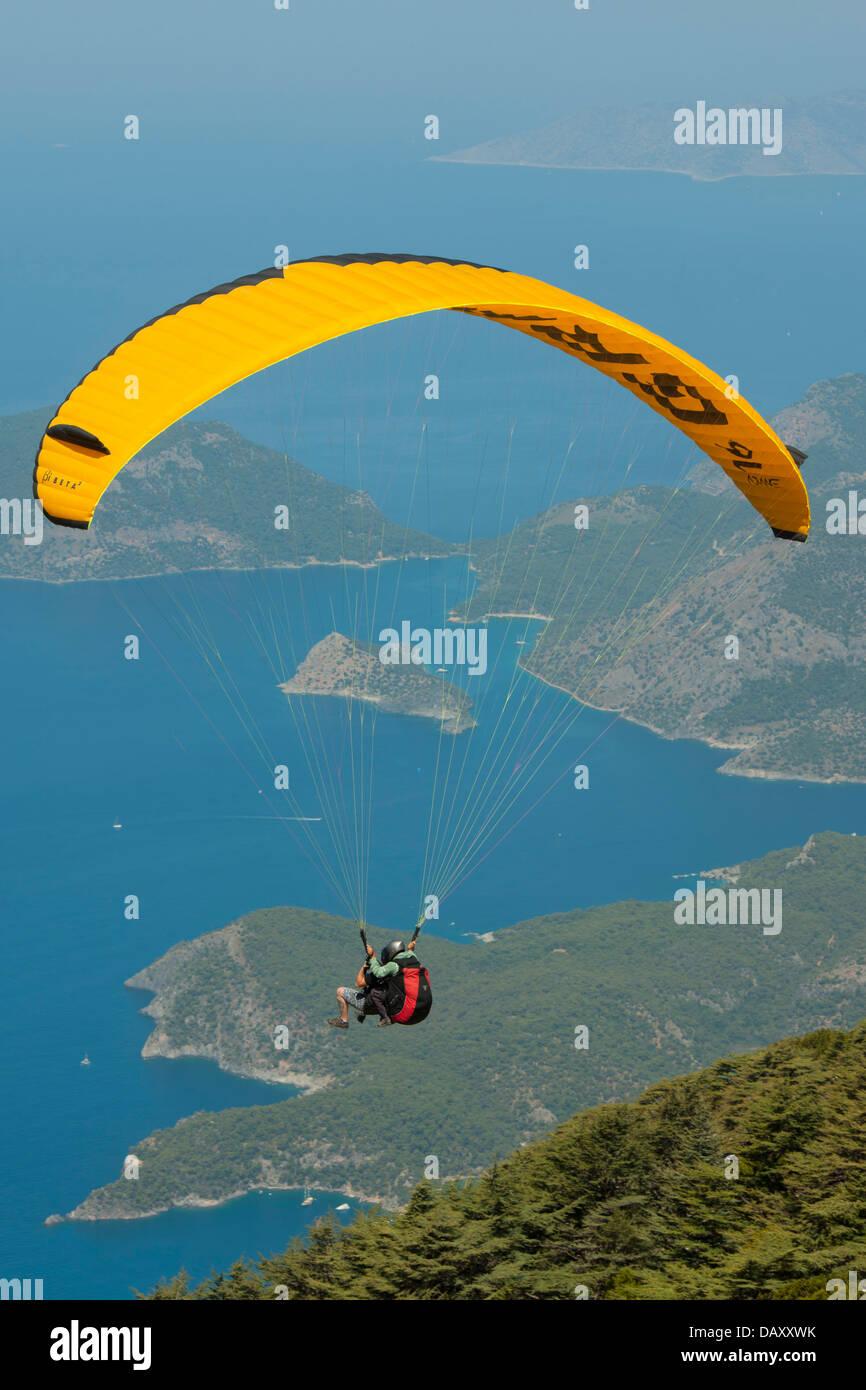 Türkei, Provinz Mugla, Fethiye, Ölü Deniz, Paragliding vom Babadagi - Stock Image