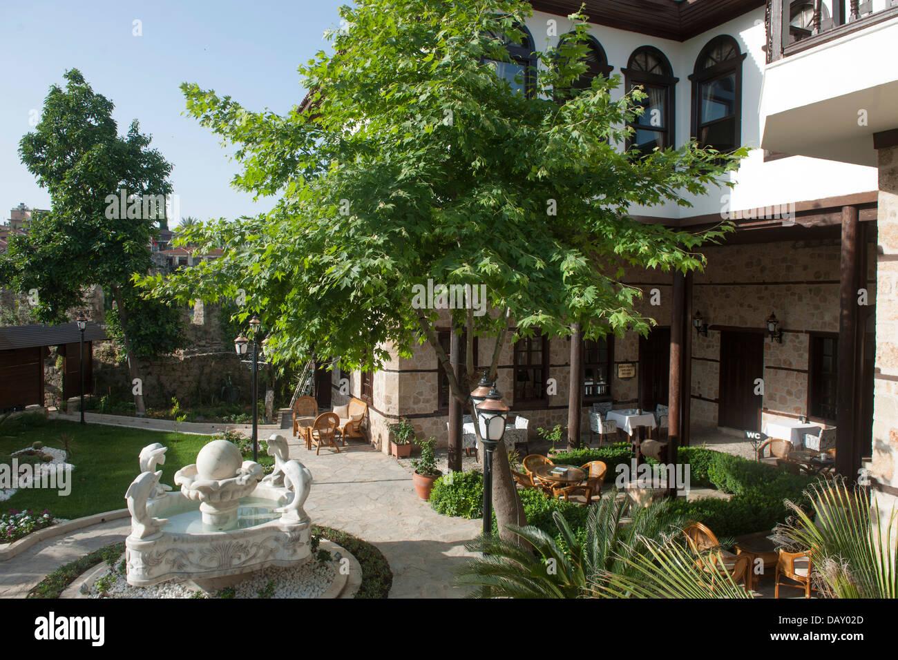 Türkei, Antalya Stadt, Altstadt, Restaurant Gizli Bahce   Stock Image