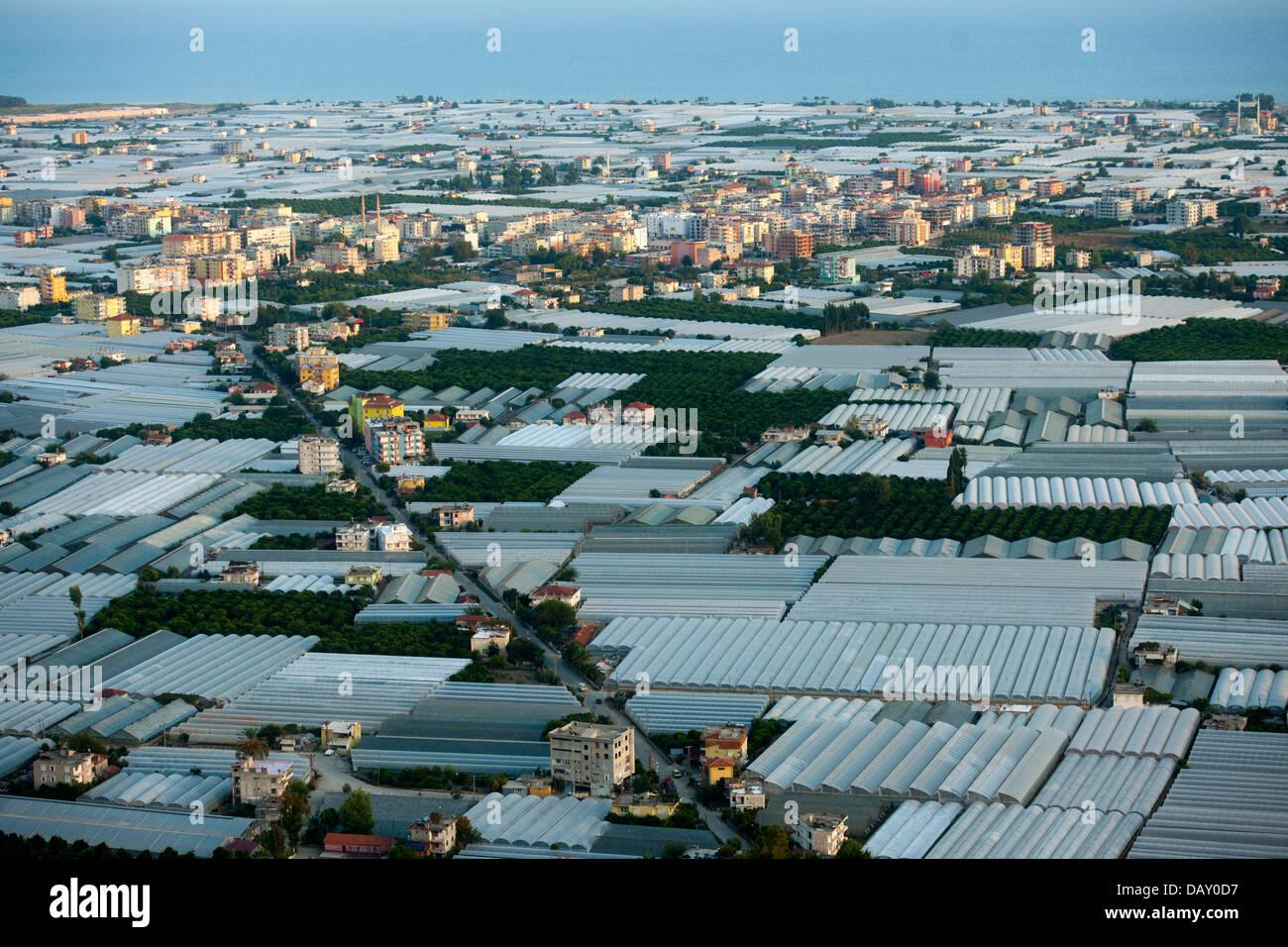 Asien, Türkei, Provinz Antalya, Kale (Demre), Myra, Gewächshäuser in der Ebene von Kale - Stock Image