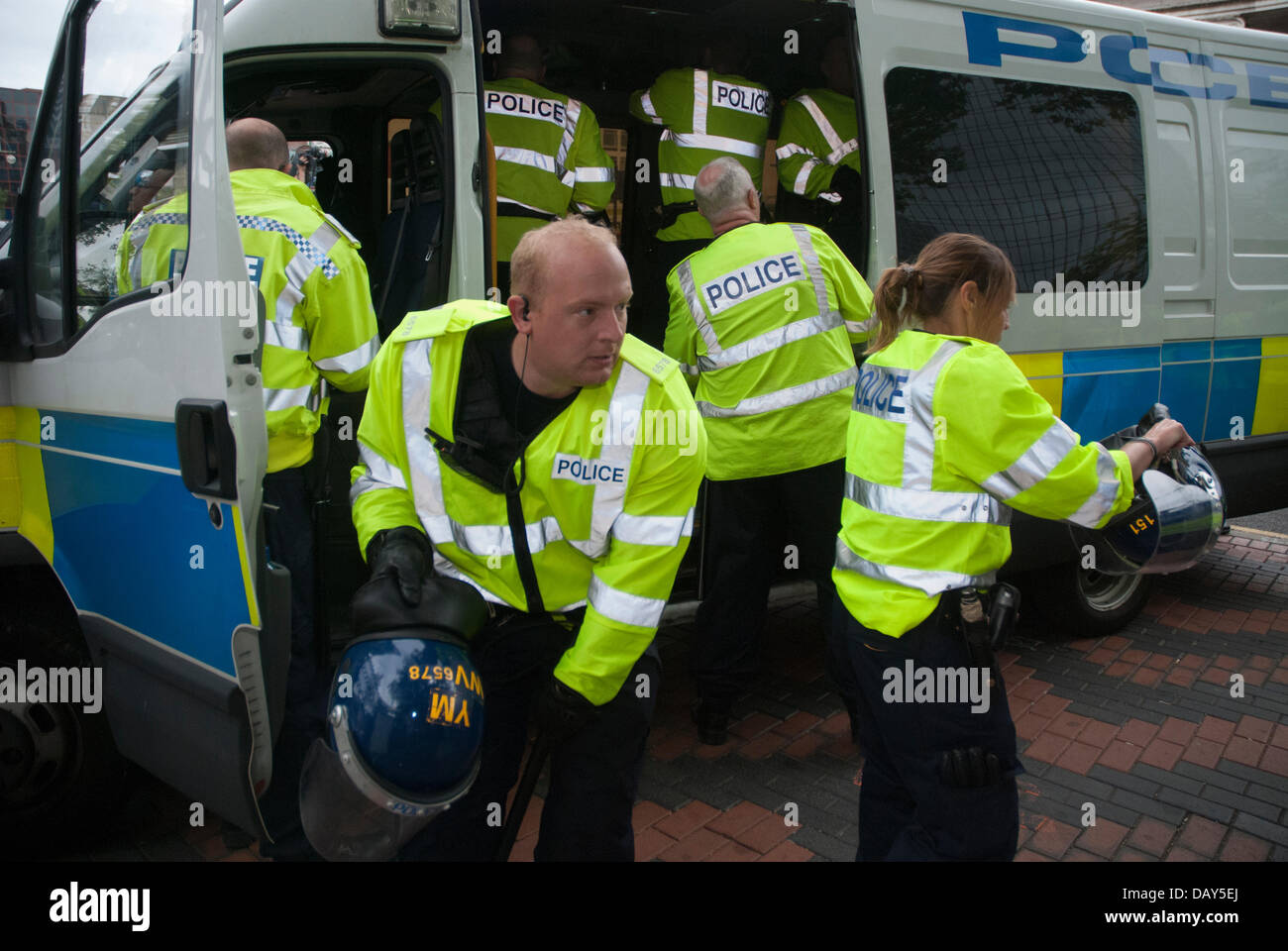 Birmingham, UK. 20th July, 2013. Police scramble for riot gear as they struggle to control a crowd of English Defence - Stock Image