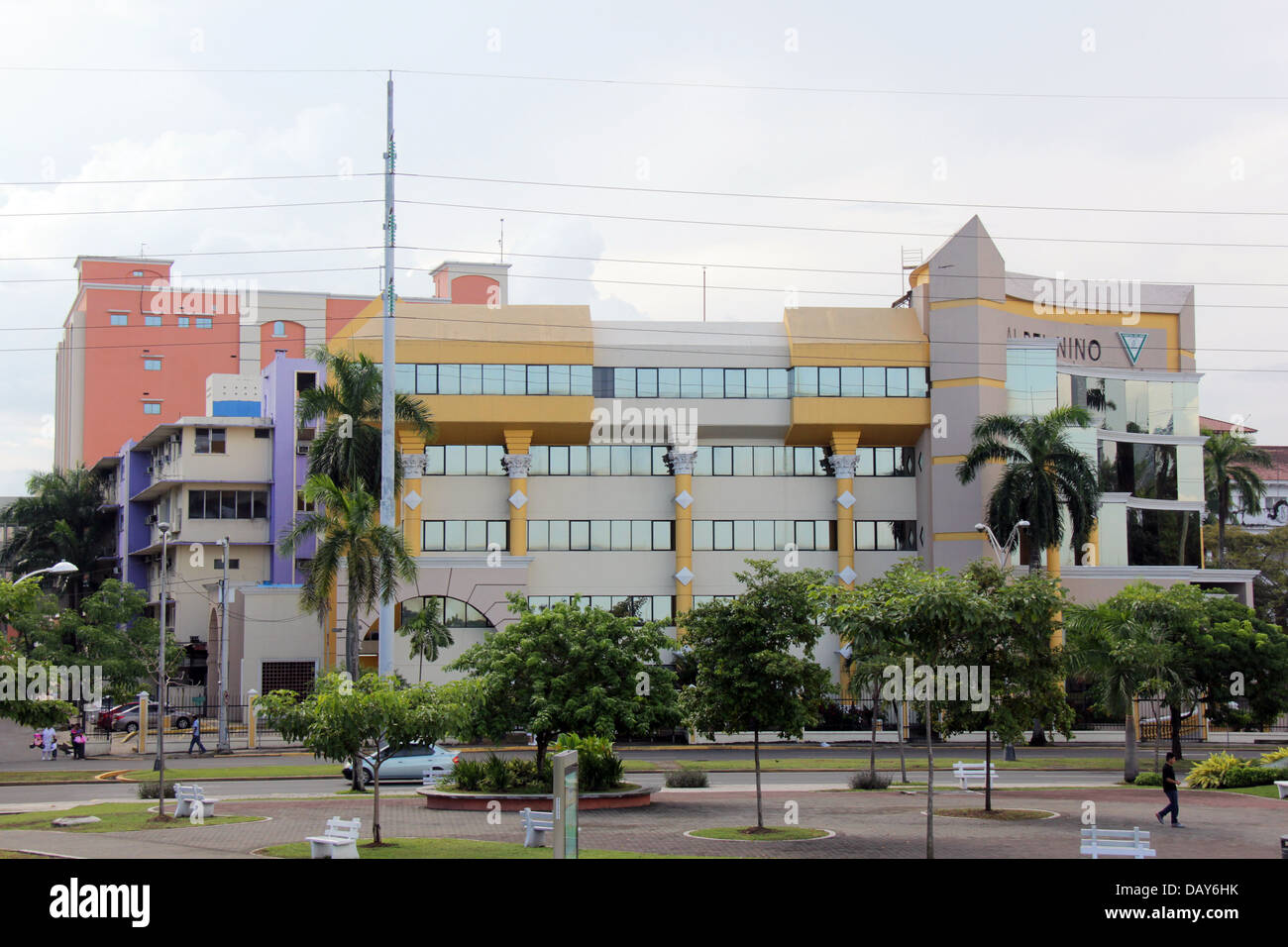 Exterior of the outpatient facilities of the Hospital del Niño (Children's Hospital) of Panama City seen - Stock Image