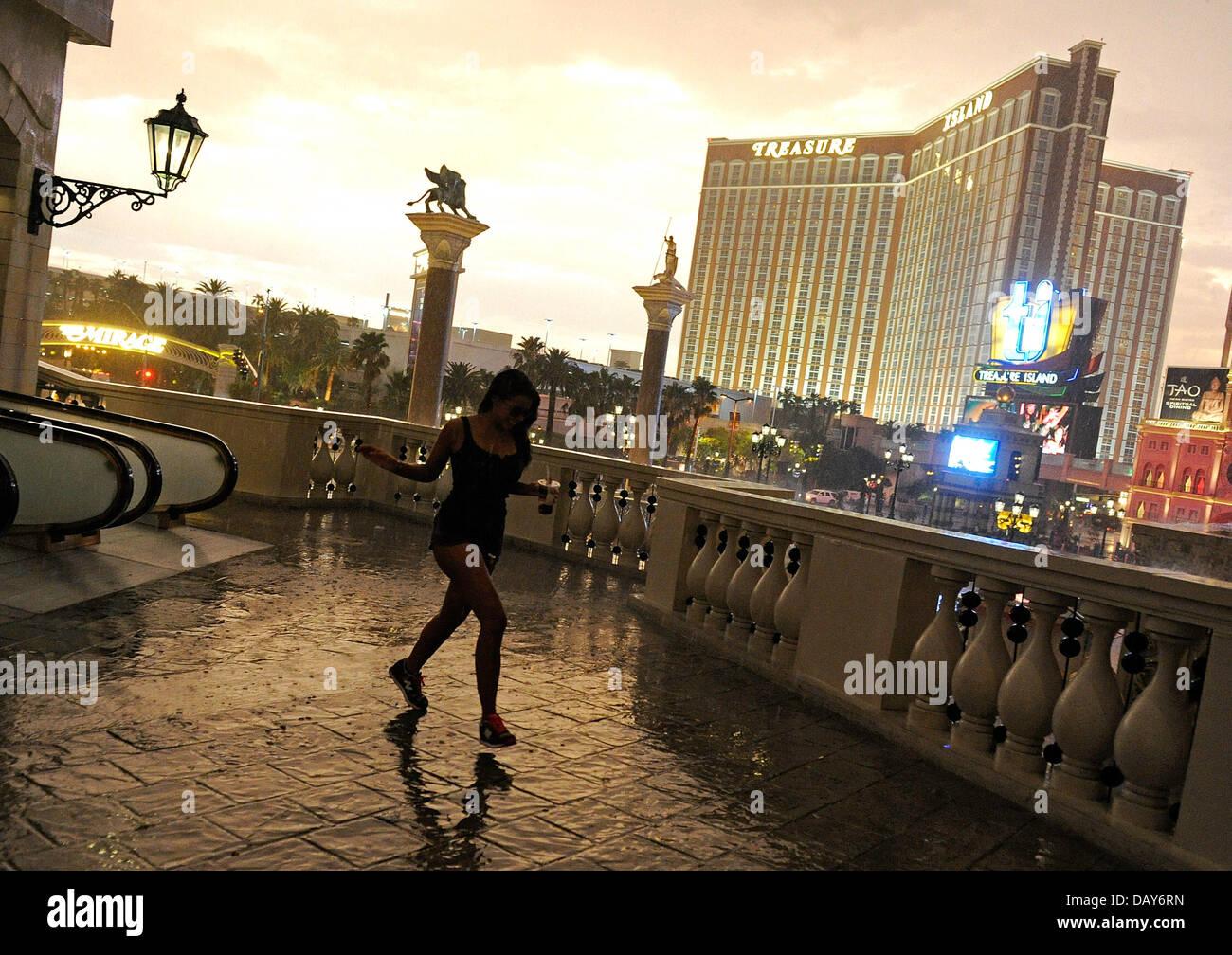 Las Vegas Nevada Usa 19th July 2013 A Woman Races Across A