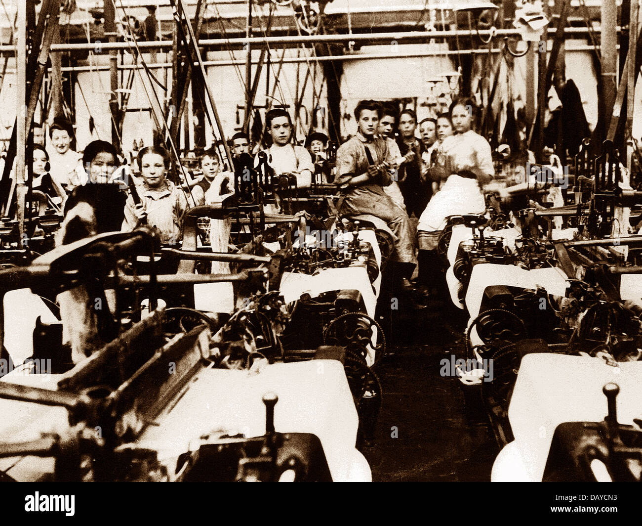 Burnley Textile Workers early 1900s - Stock Image