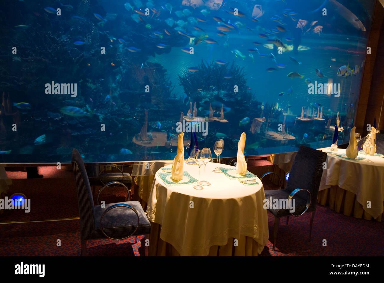 Ресторан в аквариуме дубай пермь дубай