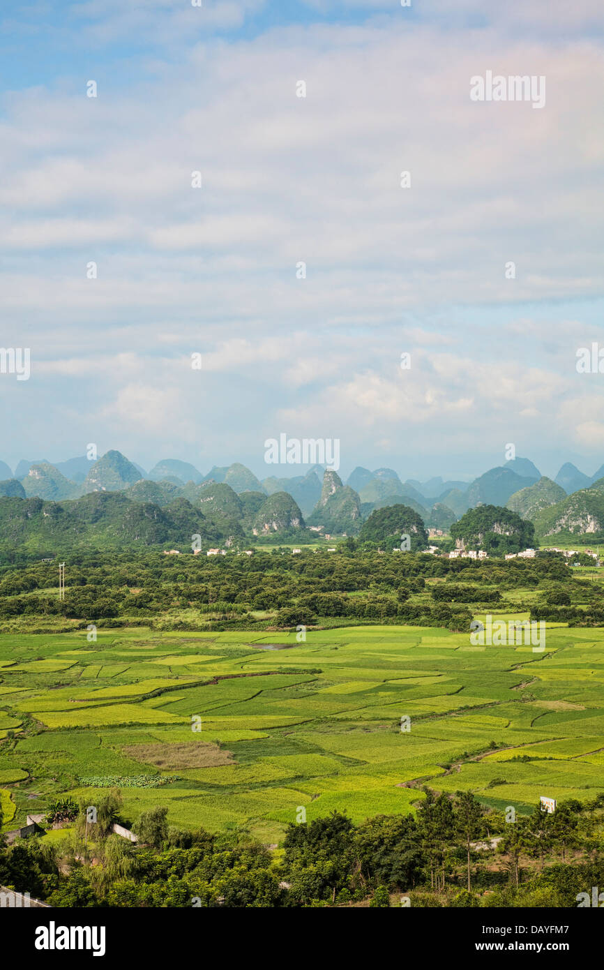 The beautiful countryside of Guilin, showing rice farms and Karst mountains. Guangxi Zhuang Autonomous Region, China Stock Photo