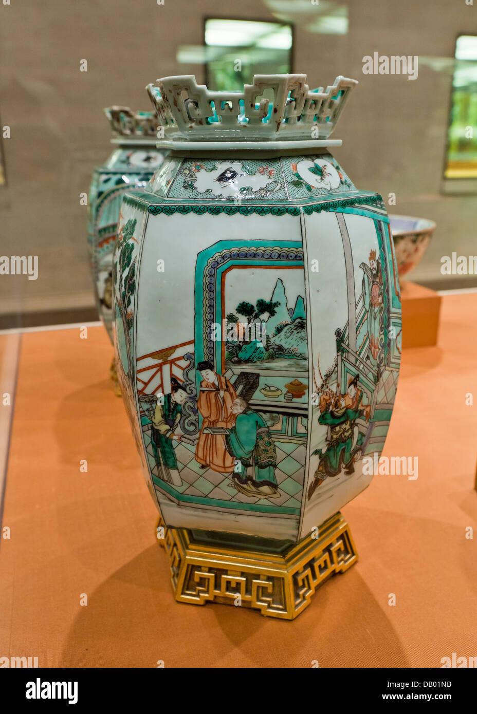 Antique Chinese hexagonal porcelain lantern - overglaze famille verte enamels on porcelain - Kangxi reign, 1662 - Stock Image