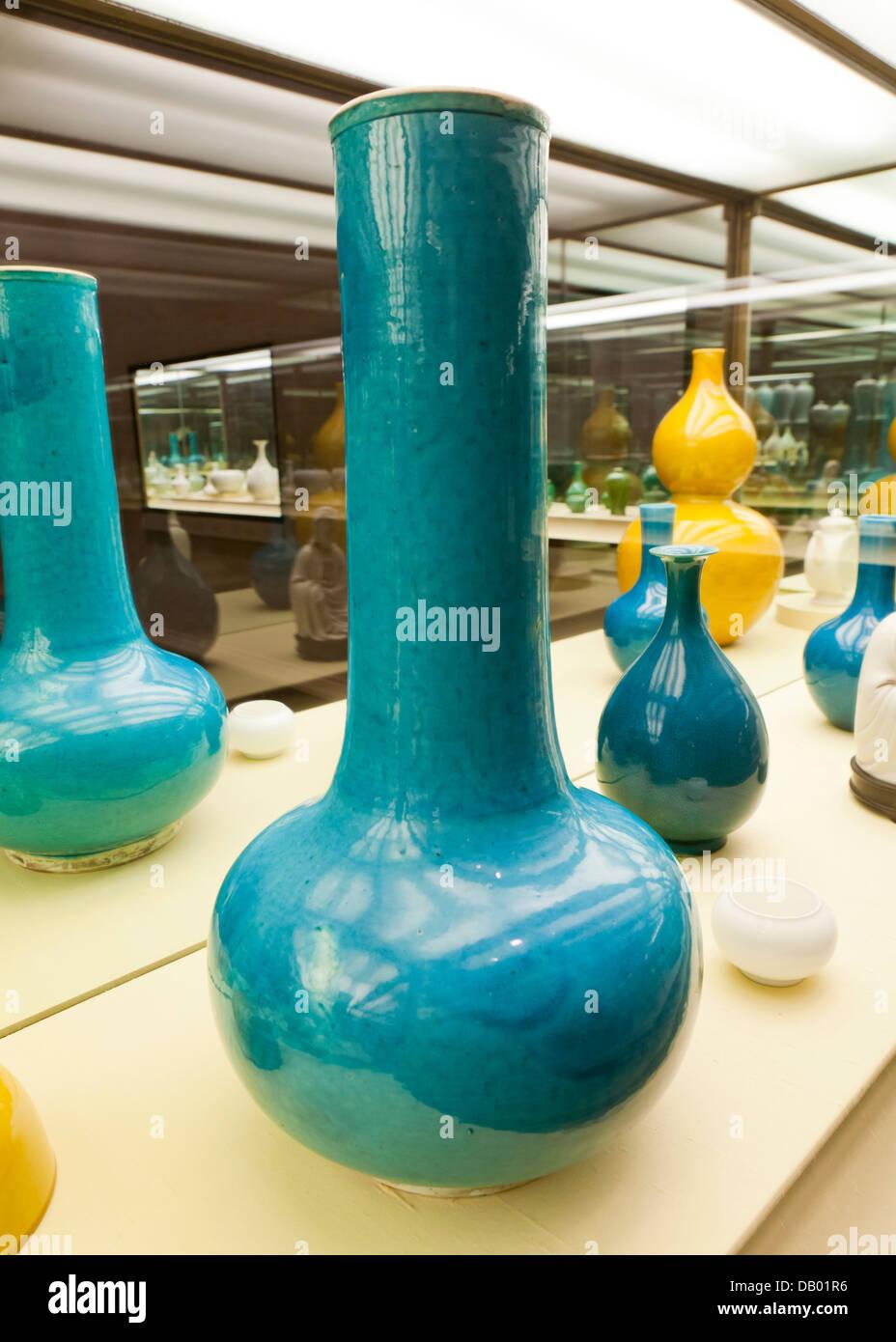 Large turquoise glazed porcelain vase - China, Qing dynasty, 18th century - Stock Image