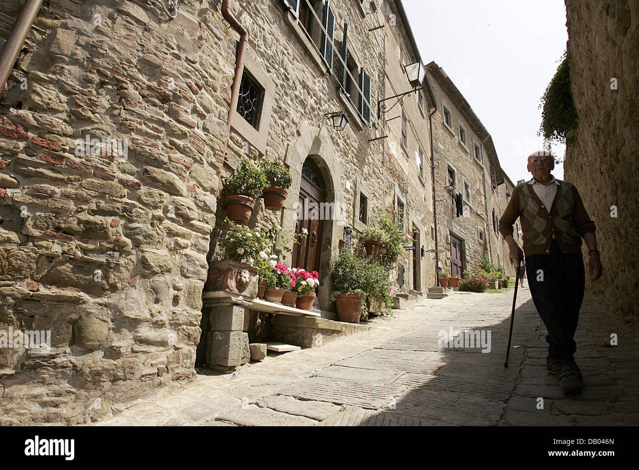 View into a street of Cortona, Italy, 23 May 2007. For the 5th time the 'Tuscan Sun Festival' takes place - Stock Image
