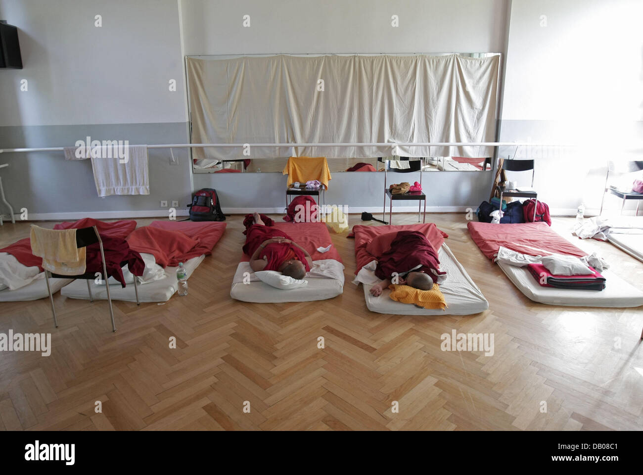 Buddhist nuns take a rest after arriving in Hamburg, Germany, 17 July 2007. Wangmo takes part in the public congress - Stock Image