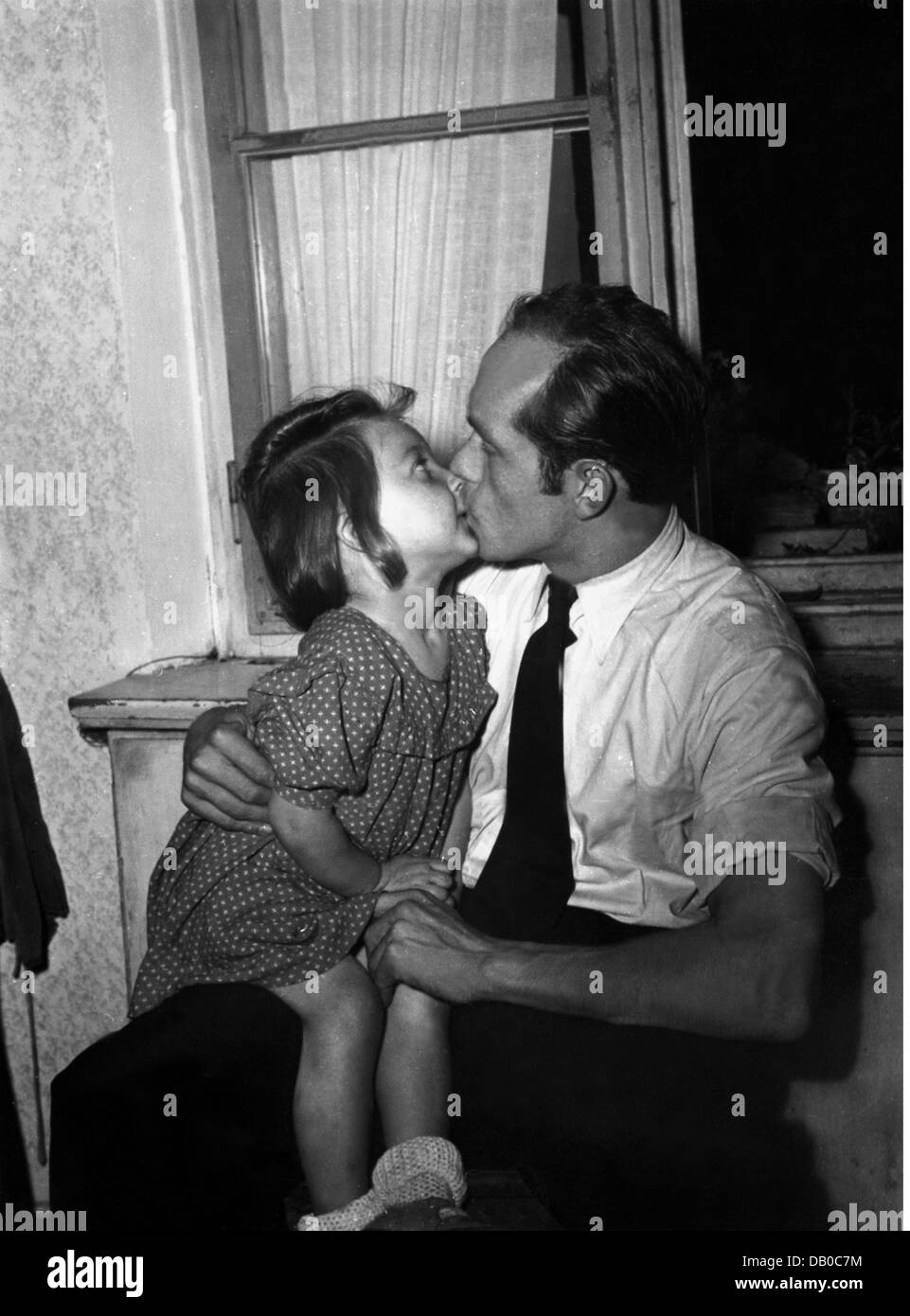 post war period, people, Germany, war children, Dagmar G. with the fiance of her German mother, early 1950s, girl, - Stock Image