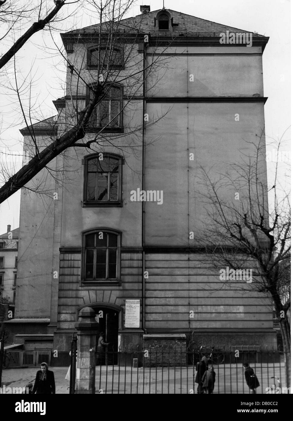 post war period, misery and hardship, Germany, housing shortage, housing office, Frankfurt am Main, exterior view, - Stock Image