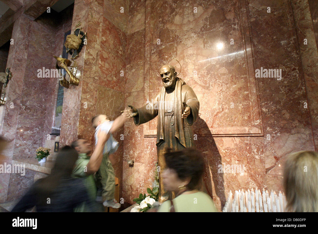 A sculpture of Padre Pio is pictured at the abbey of San Giovanni Rotondo, Italy, 12 May 2007.  Padre Pio, born - Stock Image