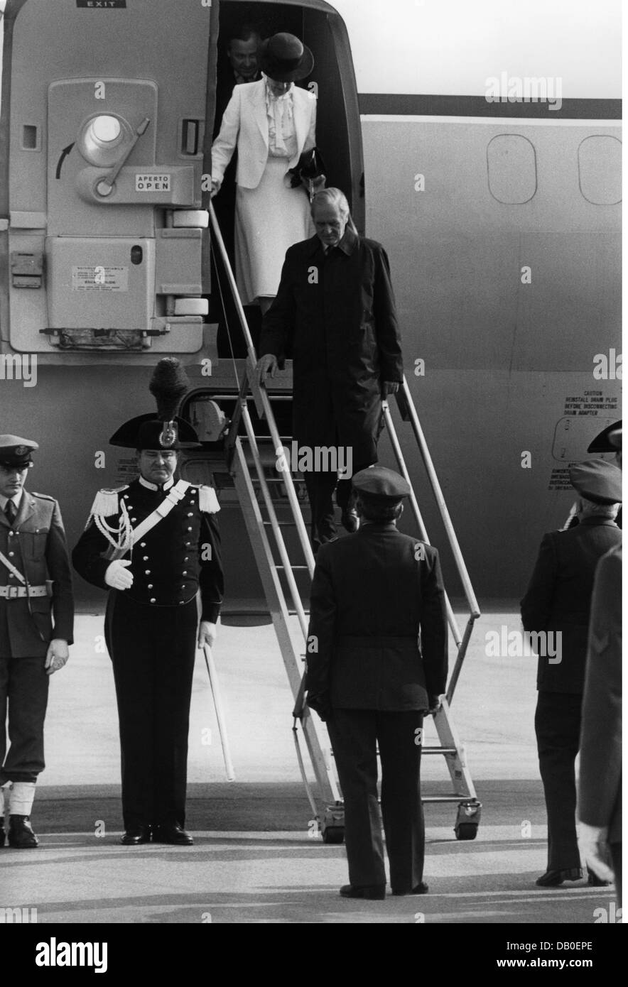 Carstens, Karl  14.12.1914 - 30.5.1992, German politician (CDU), president 1.7.1979 - 30.6.1984, half length, with - Stock Image