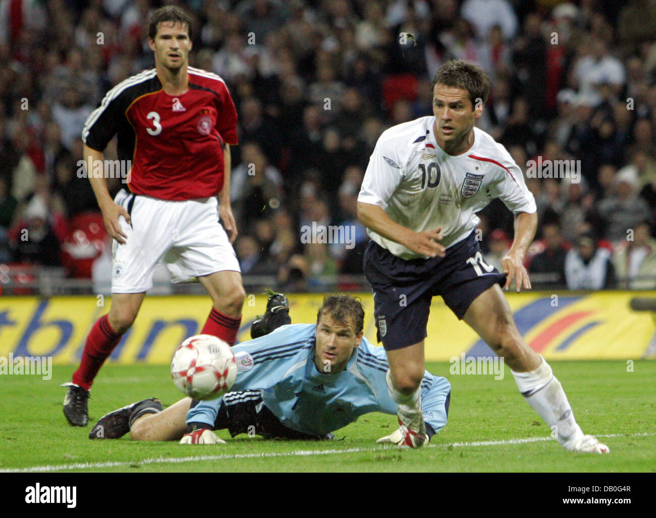 (L-R) Germany's Arne Friedrich, goalie Jens Lehmann and England's Michael Owen want the ball during the friendly Stock Photo