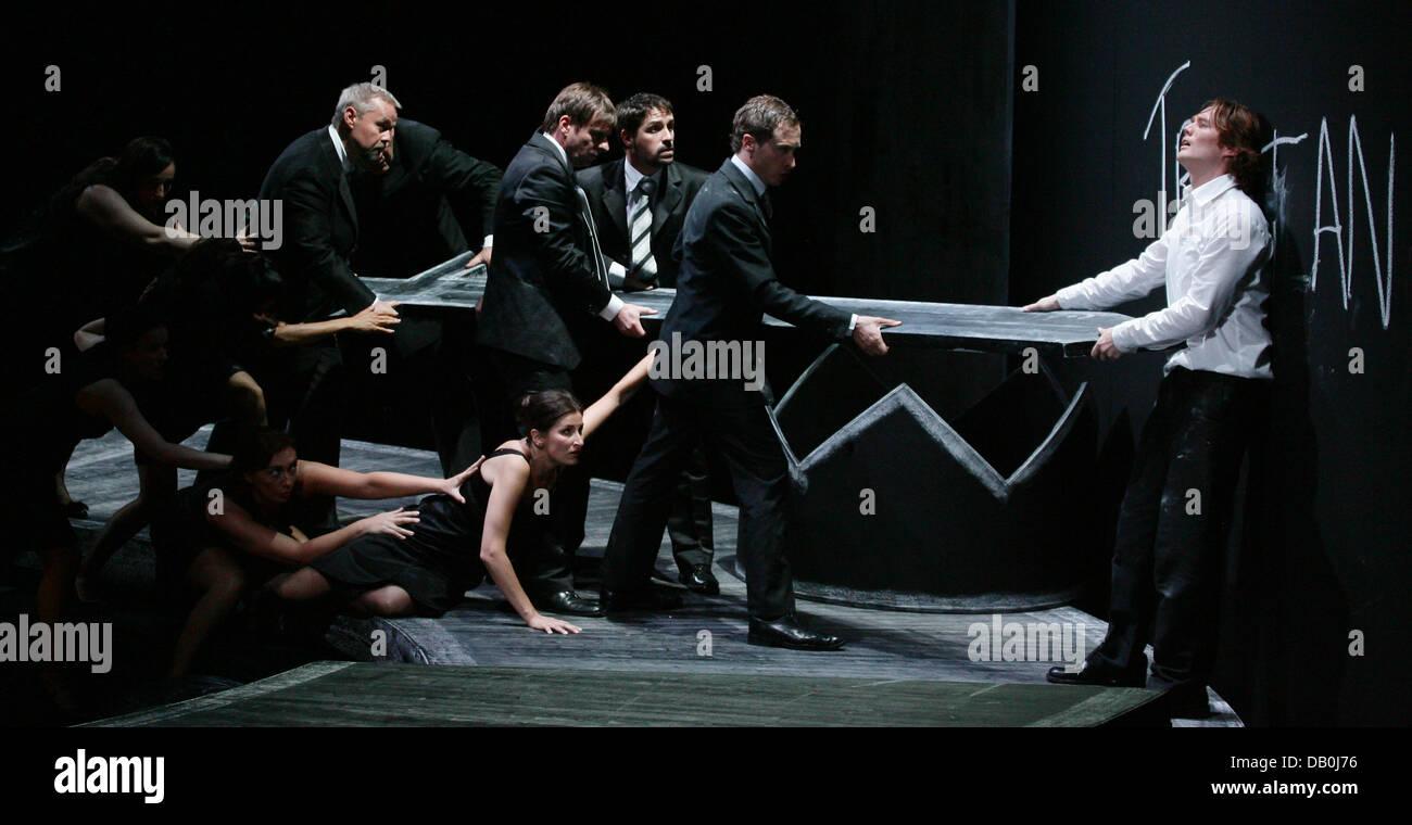 Finnur Bjarnason (R) as Tristan and the company rehearse a scene of 'Le vin herbé' a mundane oratorio - Stock Image