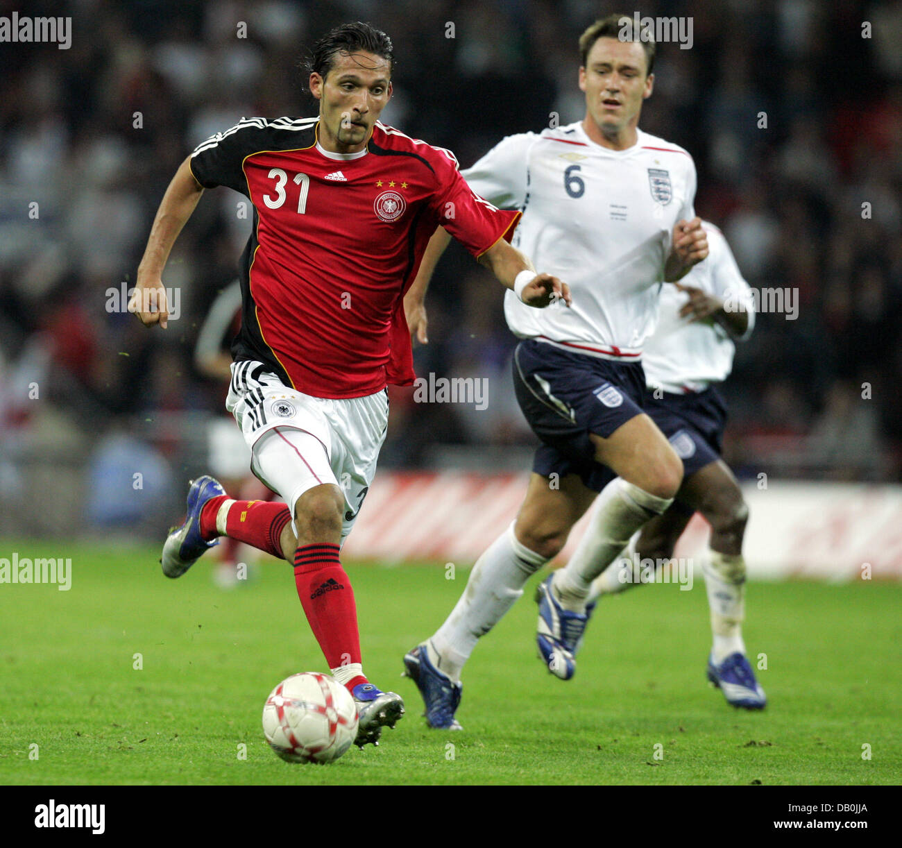 (dpa file) - Germany's Kevin Kuranyi (L) vies for the ball with England's John Terry (C) during the international Stock Photo