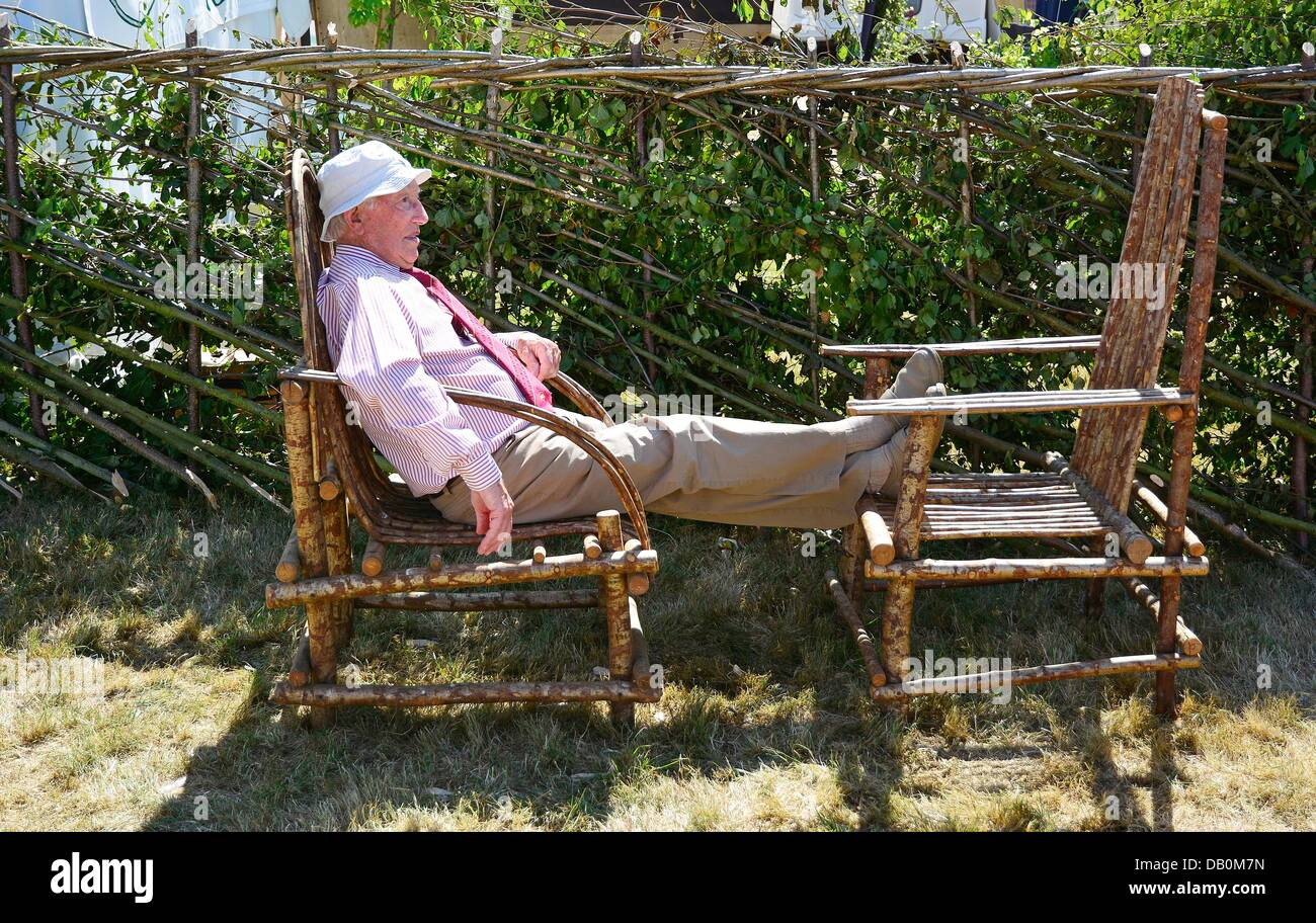 Alcester, Warwickshire. 22nd July, 2013. A well-earned rest for Dennis Blisset,(85), from Solihull, after laying - Stock Image