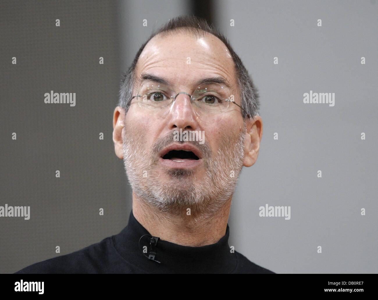 Apple CEO Steve Jobs presents the iPhone in Berlin, 19 September 2007. Deutsche Telekom obtained the exclusive marketing - Stock Image