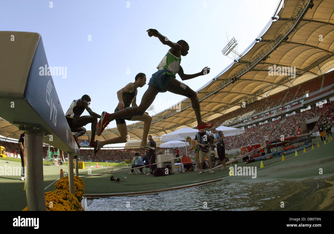 Runners pictured during the 3000m Steeplechase at the IAAF World Athletics Final in Stuttgart, Germany, 23 September - Stock Image