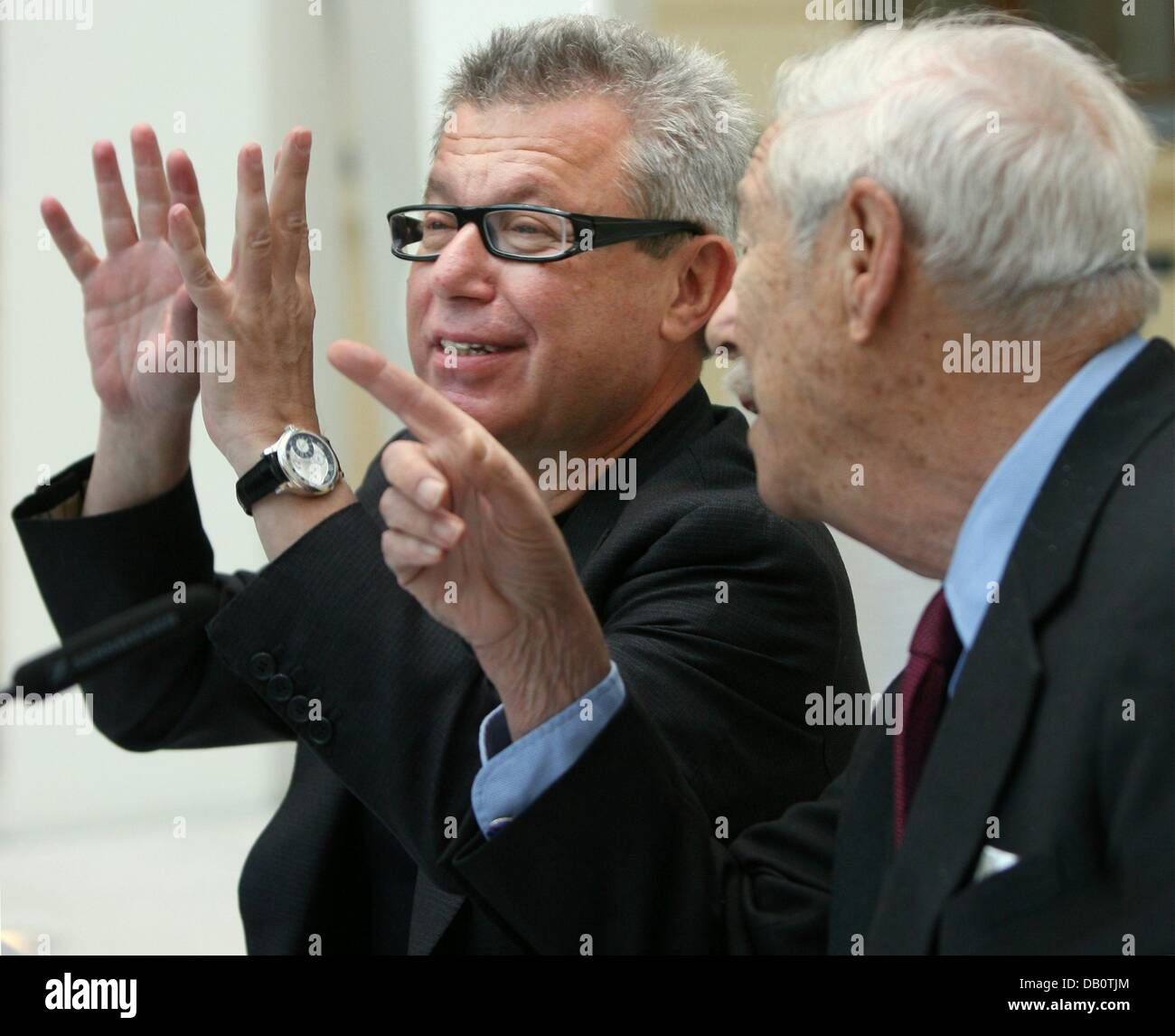 Polish-born US star architect Daniel Libeskind (L) pictured with Michael Bluementhal (R), director of the Jewish - Stock Image