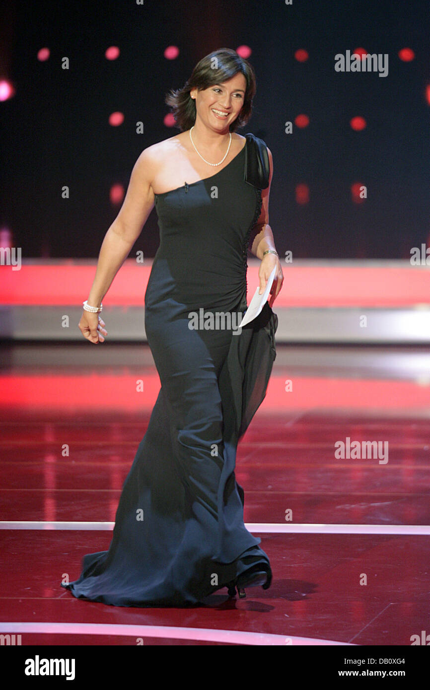 TV-presenter Sandra Maischberger walks accross the stage at the German Television Prize in Cologne, Germany, 29 Stock Photo