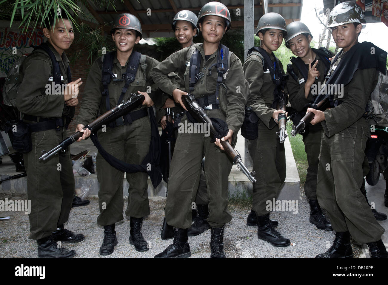 Women With Guns High Resolution Stock Photography And Images Alamy