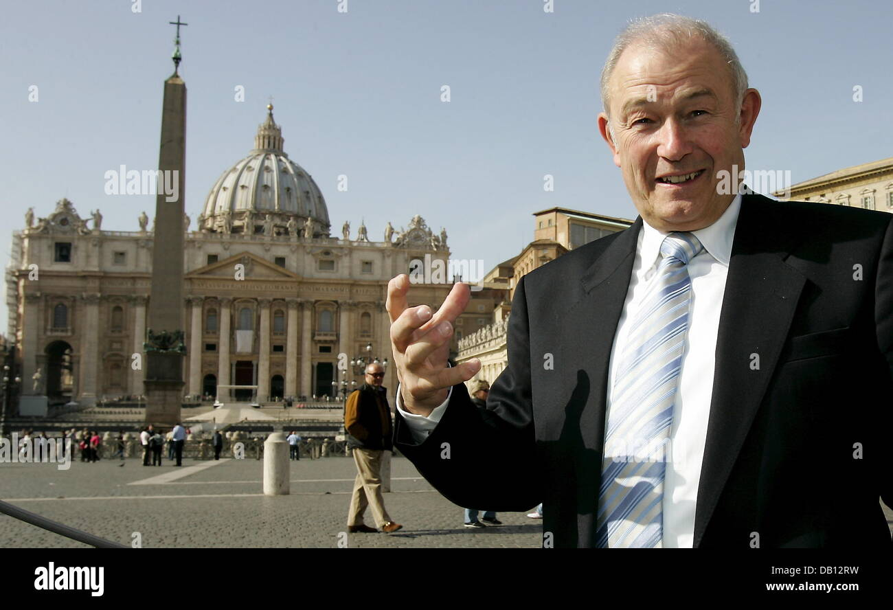 Bavarian Prime Minsiter Guenther Beckstein poses on Saint Peter?s Square of Vatican City, Vatican City State, 27 - Stock Image