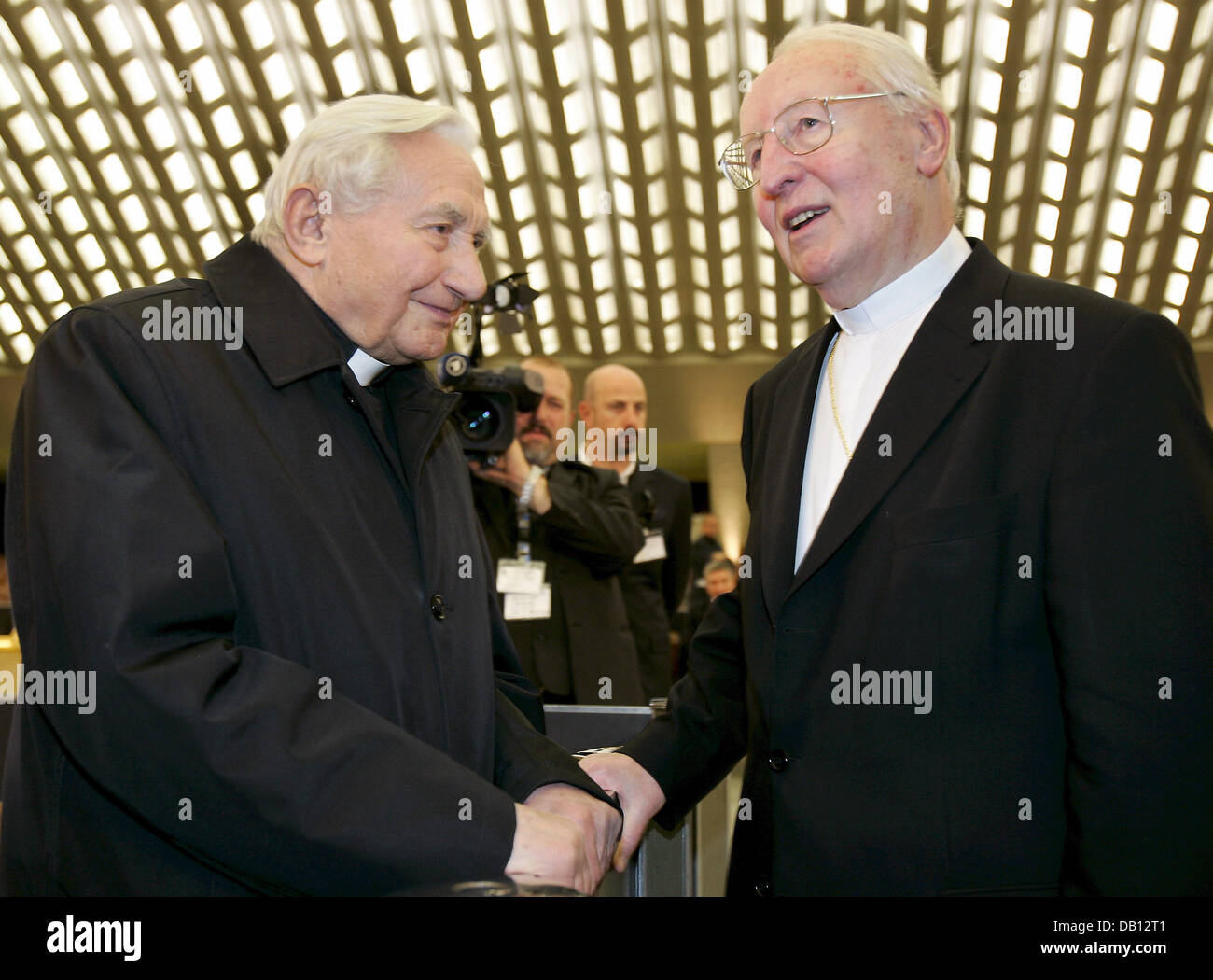 Georg Ratzinger (L), brother of Pope Benedict XVI, shakes hands with Munich?s archbishop Friedrich Cardinal Wetter - Stock Image