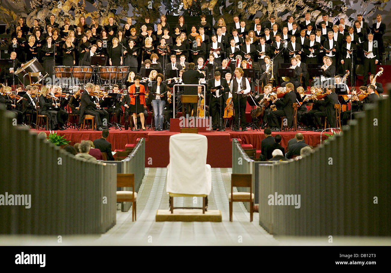 The Symphonic Orchestra of the Bavarian Broadcast pictured during the dress rehearsal in the audience hall of Vatican - Stock Image