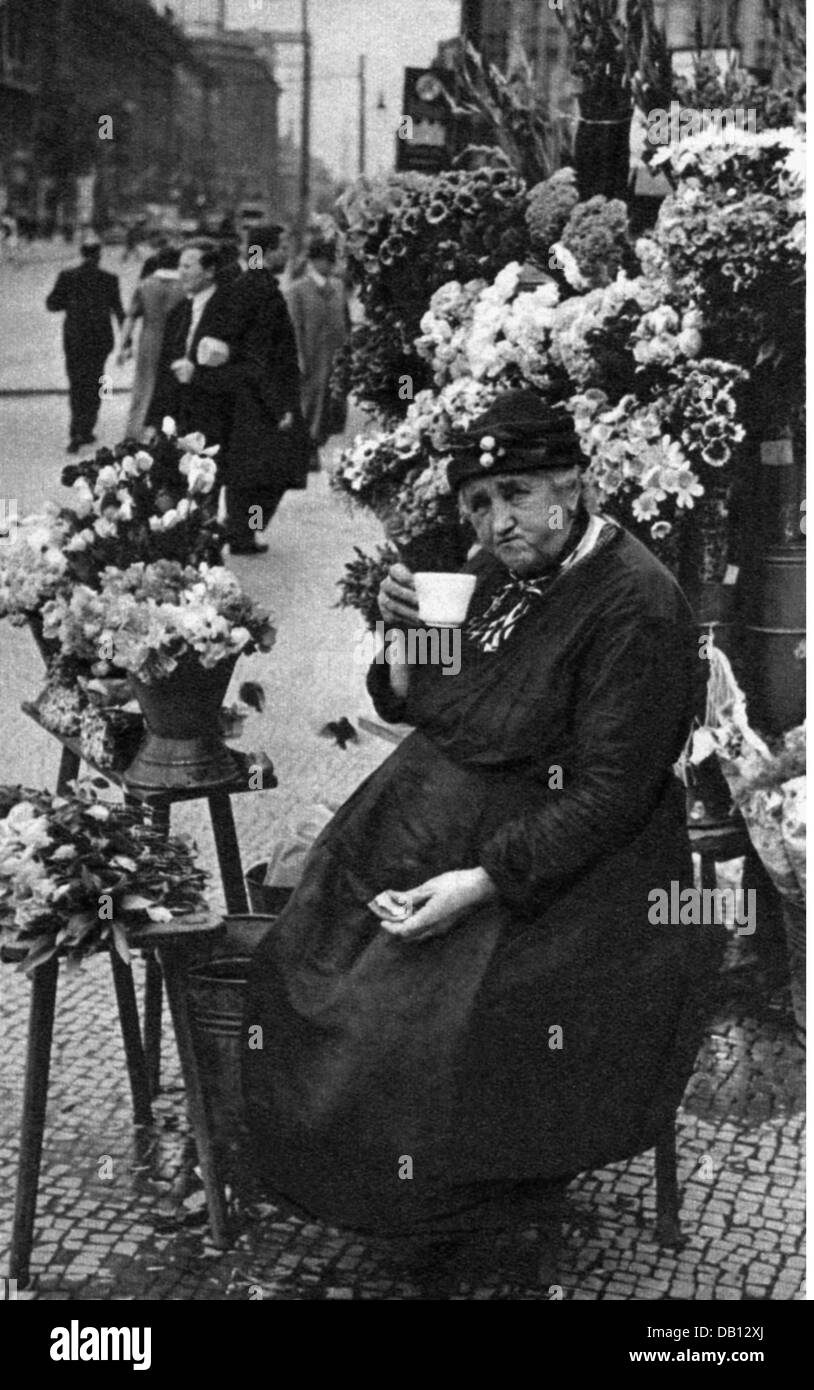 trade, merchants, flower vendor, Potsdamer Platz, Berlin, 1930s, Additional-Rights-Clearences-NA - Stock Image
