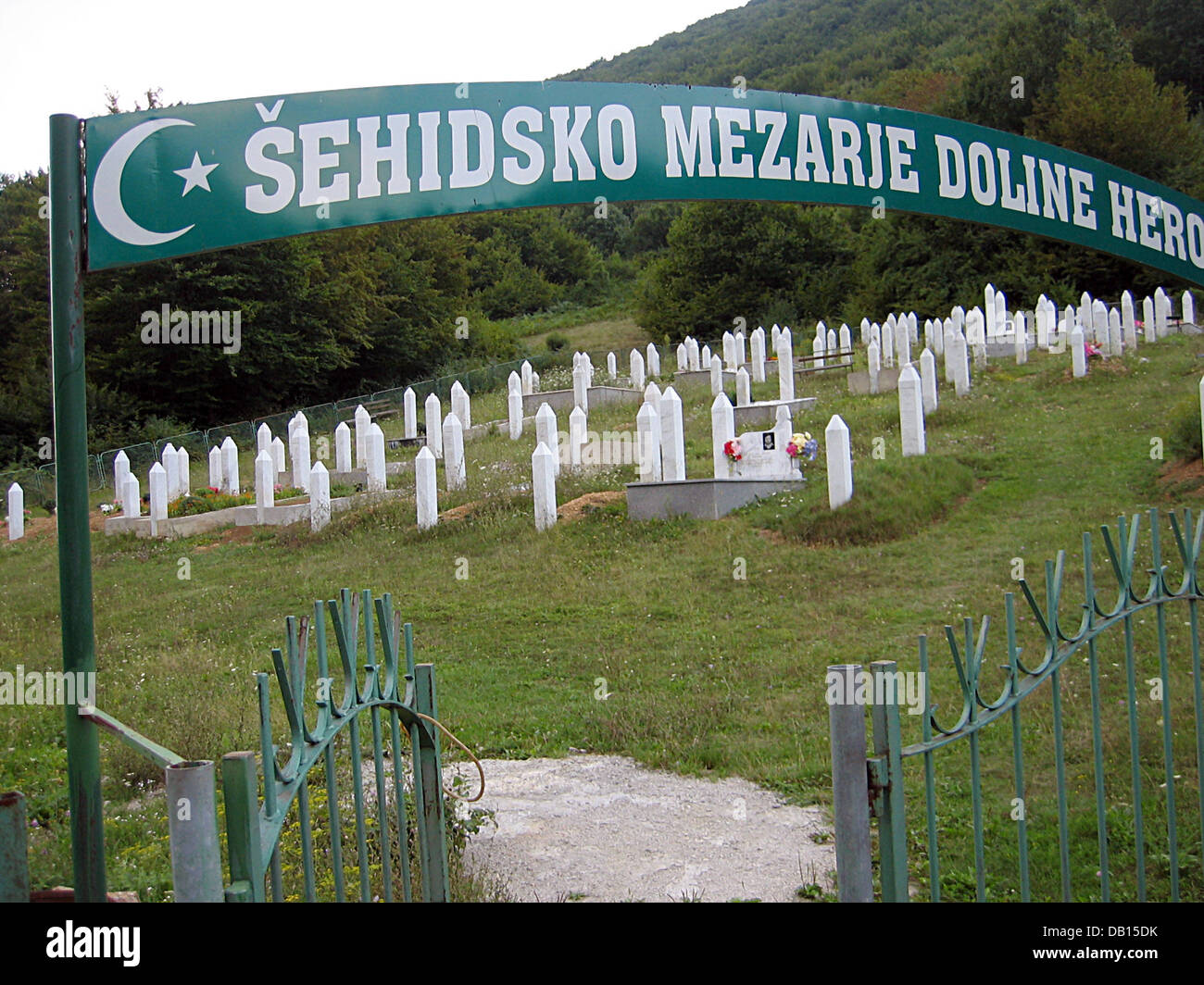 The picture shows a cemetery for Muslim victims of the Balkan War near Bihac, Bosnia Hercegovina, 25 August 2007. - Stock Image