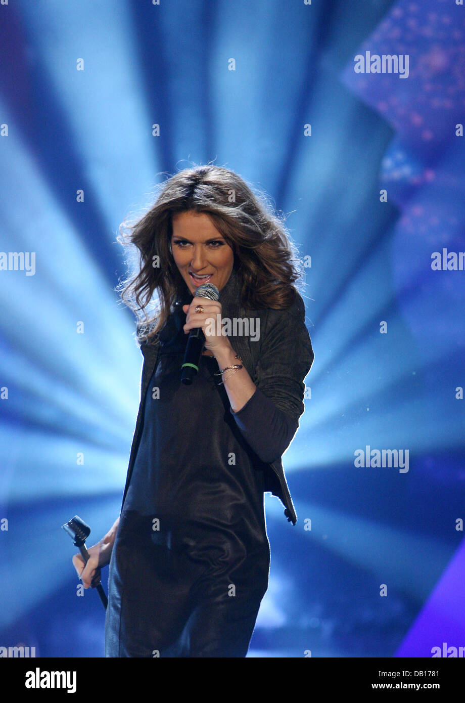 Celine Dion to Perform on TV for the First Time Since Her Husbands Death pictures