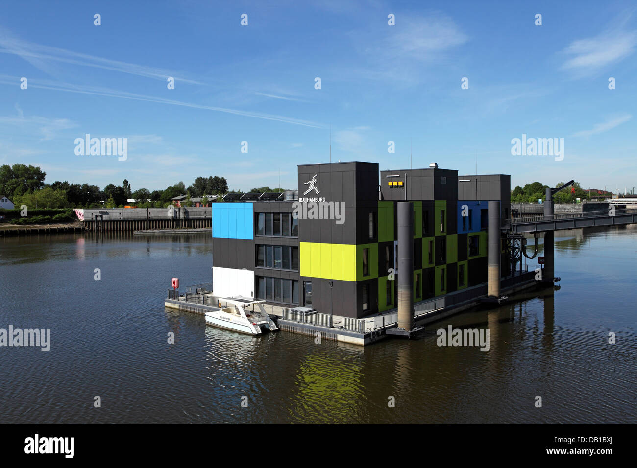 the floating dock the iba hamburg visitor centre on wilhelmsburg stock photo 58423642 alamy. Black Bedroom Furniture Sets. Home Design Ideas