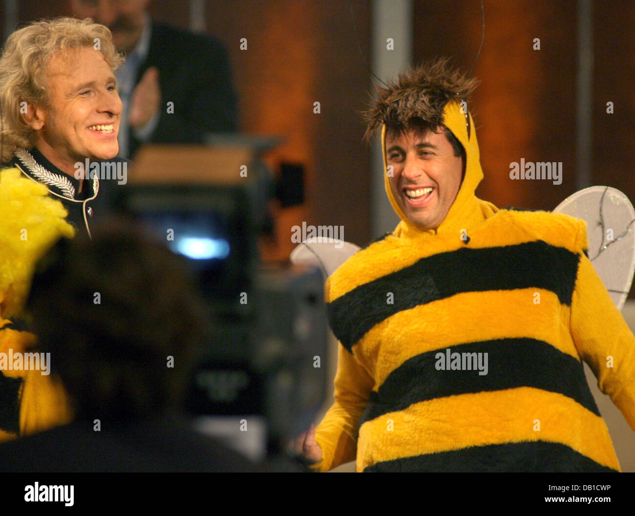 TV-show host Thomas Gottschalk is pictured with US-Comedian Jerry Seinfeld (R) wearing a beeu0027s costume during the ZDF TV show u0027Wetten dass....?u0027 in Graz ...  sc 1 st  Alamy & TV-show host Thomas Gottschalk is pictured with US-Comedian Jerry ...