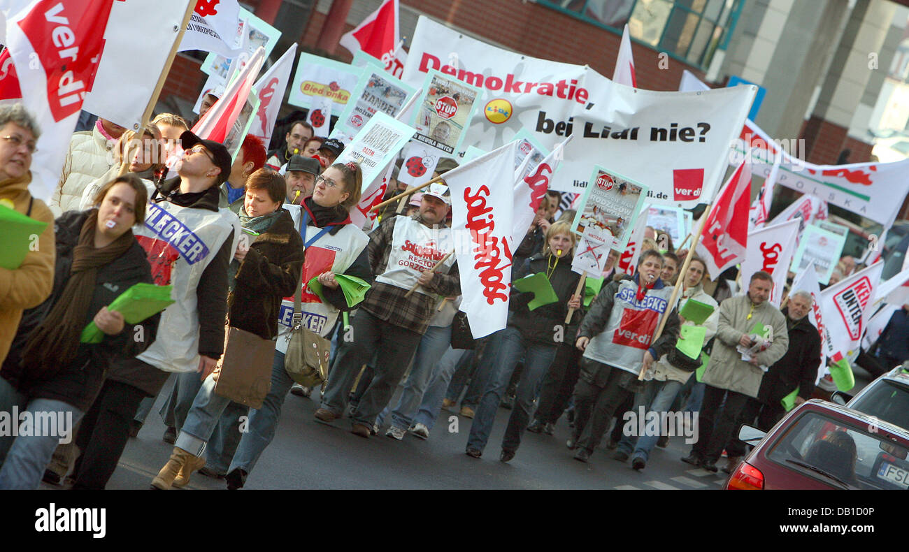 Members of the German labour union ver.di and the Polish labour union Solidarnosc rally in Slubnice Poland, 10 December - Stock Image