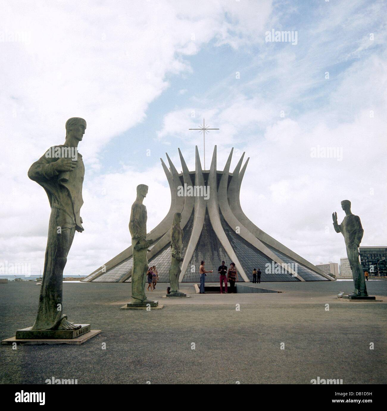 (dpa file) The undated file picture shows the Catedral Metropolitanadesigned by Brazilian star architect Oscar Niemeyer - Stock Image