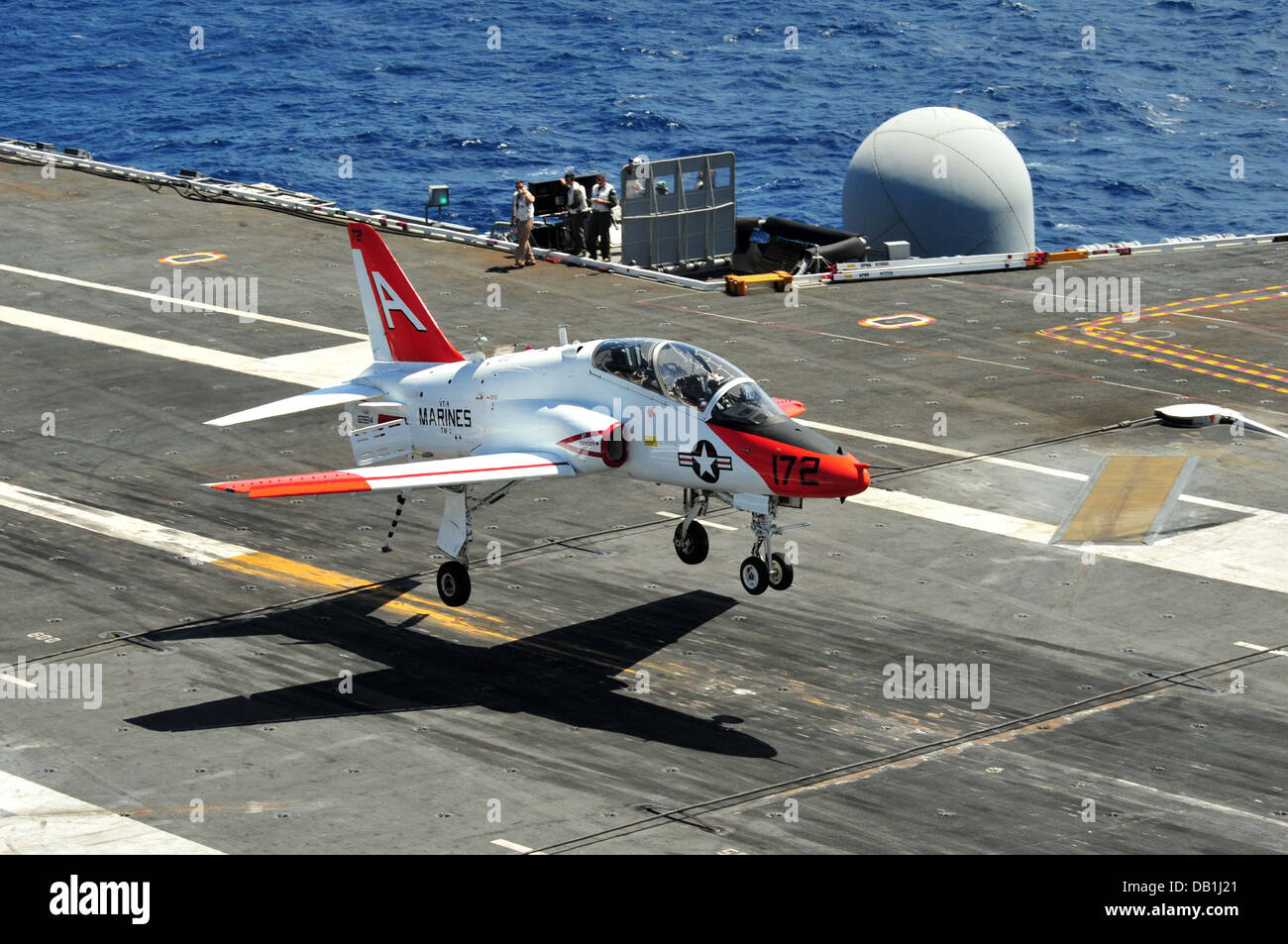 A T-45C Goshawk training aircraft from the Tigers of Training Wing 1 approaches the flight deck of the aircraft - Stock Image