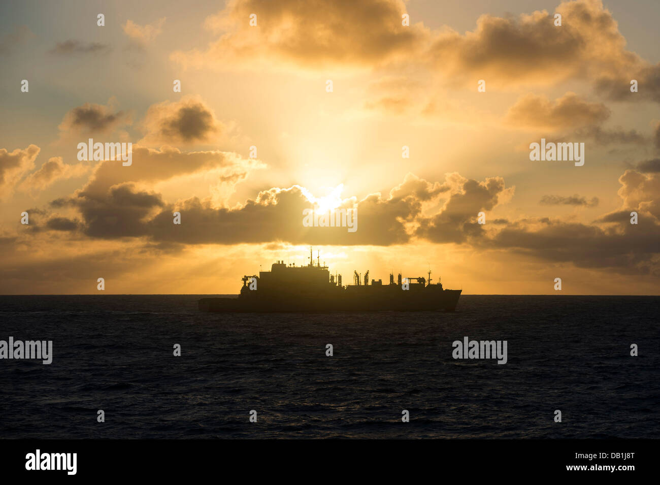 Military Sealift Command's dry cargo/ammunition ship USNS Charles Drew (T-AKE 10) arrives into position for an early - Stock Image