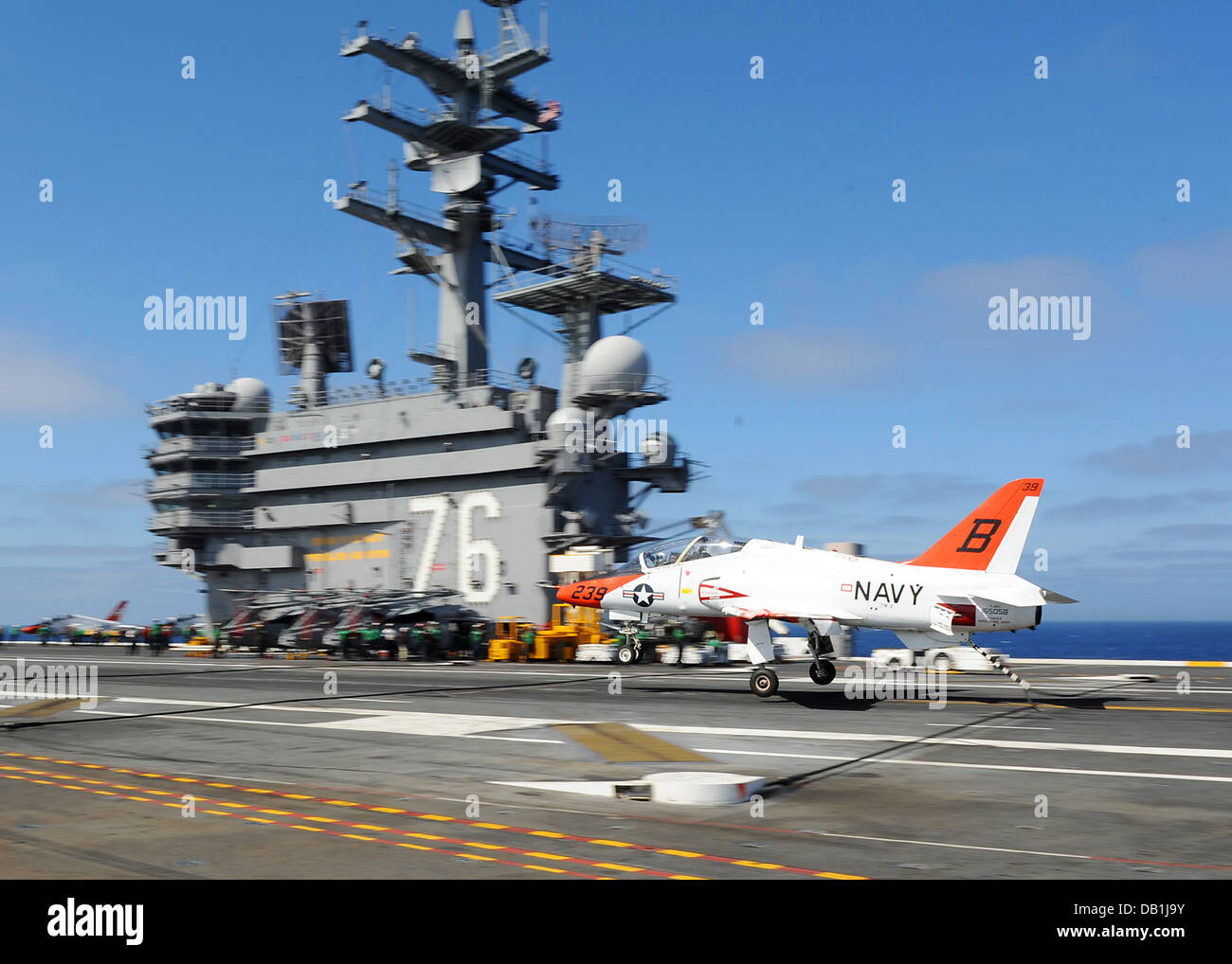 A T-45C Goshawk training aircraft from the Redhawks of Training Wing 2 approaches the flight deck of the aircraft - Stock Image