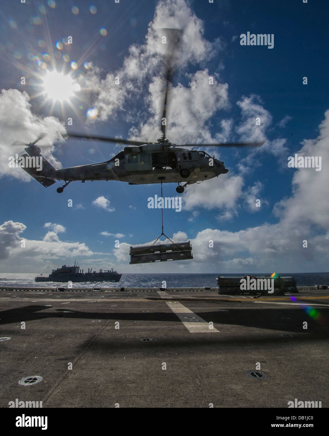An SH-60S Sea Hawk assigned to the Island Knights of Helicopter Sea Combat Squadron (HSC) 25 prepares to load supplies - Stock Image