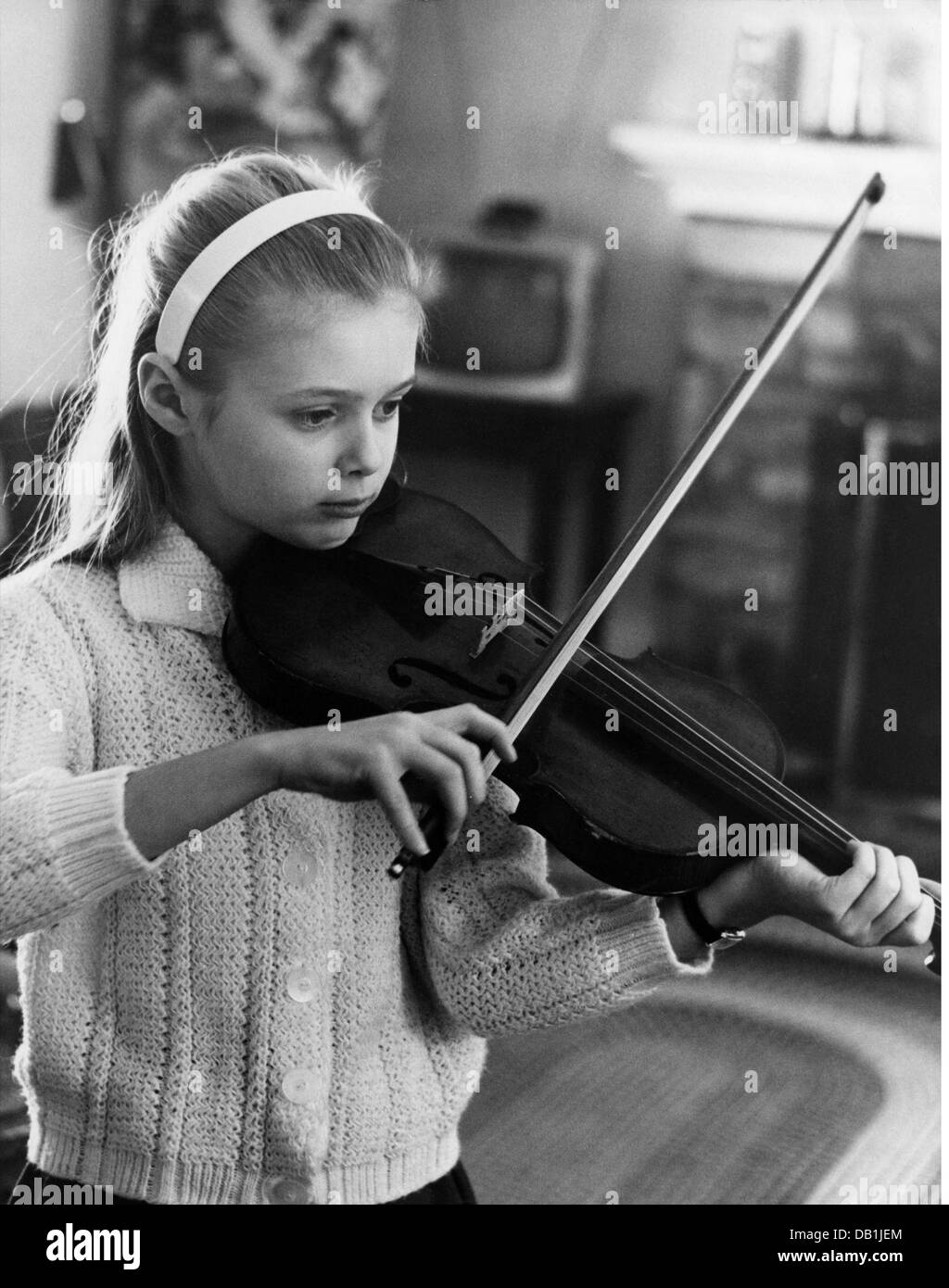 music, instruments, bowed instrument, girl playing violin, 1950s, Additional-Rights-Clearences-NA - Stock Image