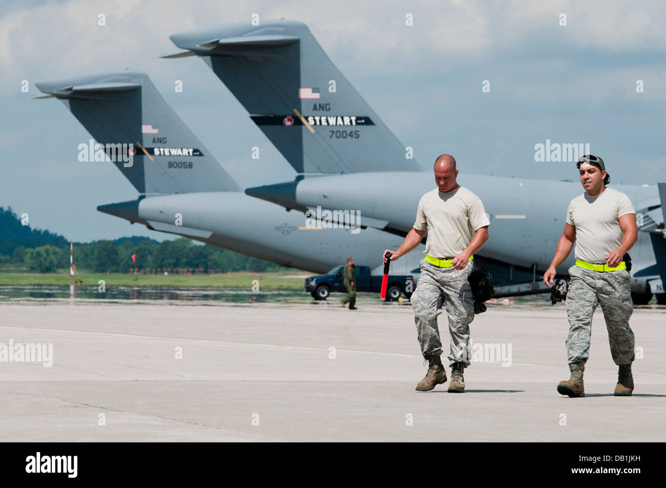 New Jersey Air National Guard Senior Airman David Heitman and Staff Sgt. Anthony Monico of the 108th Contingency - Stock Image